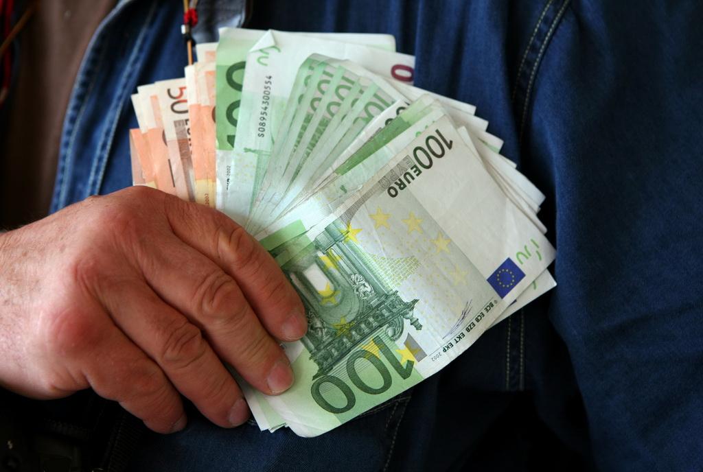 Srbija ima 240 evra po stanovniku