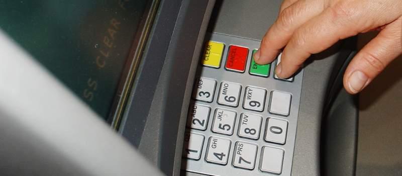 Za podizanje novca sa bankomata provizija i do tri odsto