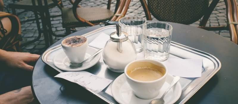 """Automati za kafu iz komšiluka godišnje """"progutaju"""" više miliona evra"""