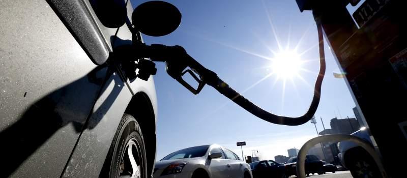 Benzin jeftiniji za 4,4, a dizel za dva dinara po litru
