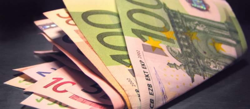 Dinar bez promene, kurs 123,4463