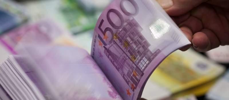 Kurs evra miruje
