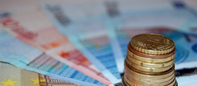 Rast dinara treći uzastopni dan, kurs 123,3115