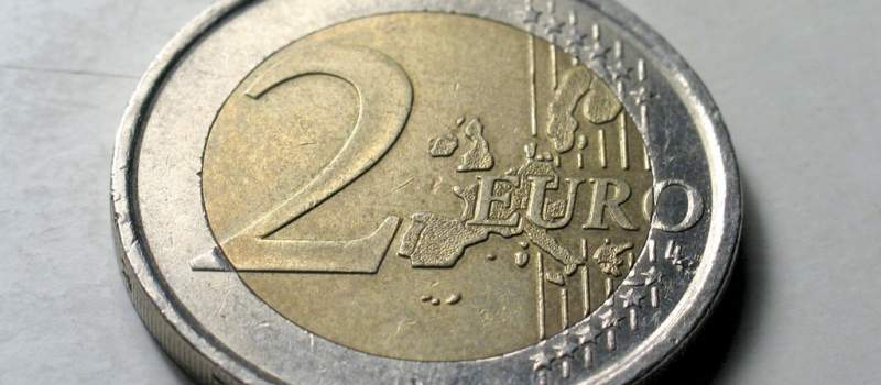 Dinar prema evru miruje, prema dolaru u padu
