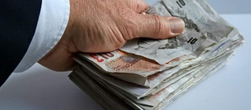 Direktor Tesko banke potrošio preko 18.000 GBP na taksi