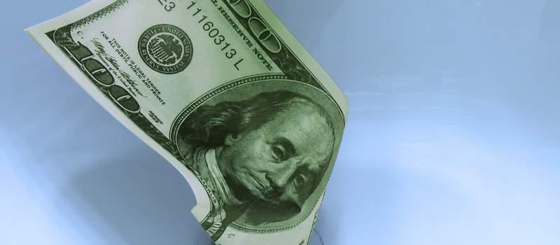 Dolar uzleteo na sedmonedeljni maksimum