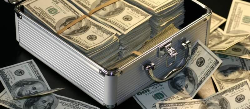 Gde čuvate novac, u slamarici ili u banci?