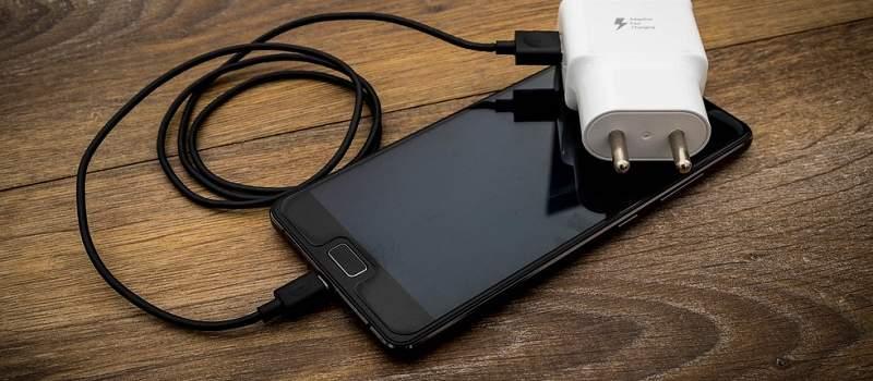 Prodaja pametnih telefona pala za više od trećine