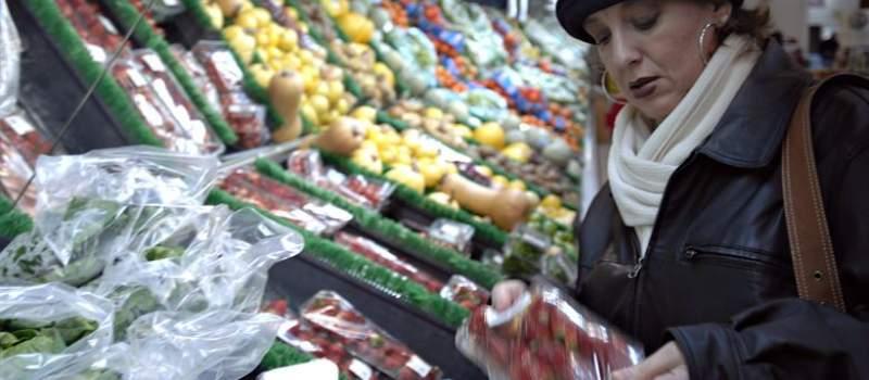 Zašto je voće i povrće iz celog sveta jeftinije od domaće