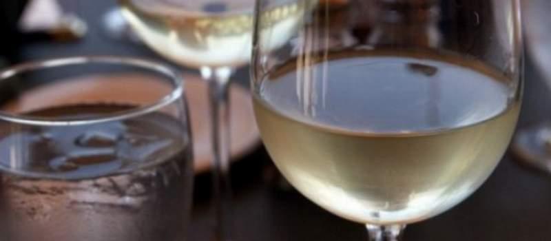 Srbi piju kvalitetna domaća vina, ali rakija...