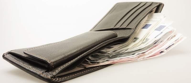 Nema uslova za povećanje plata i penzija