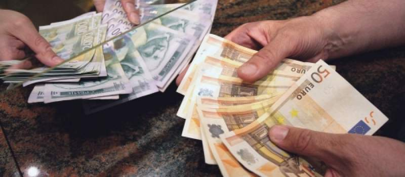 Zaustavljen pad dinara, kurs 123,2485