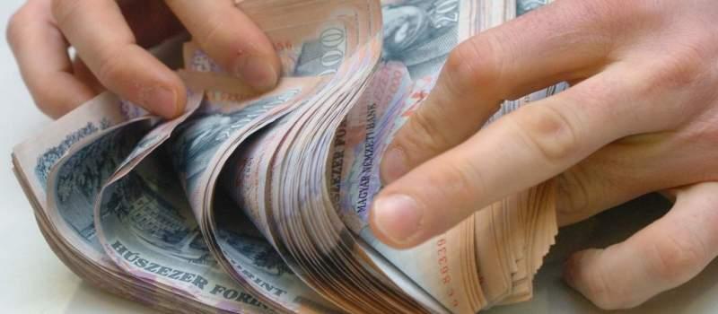 """Mađari kažu """"zbogom"""" bankama, traže isplatu zarada u kešu"""