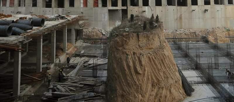 Kinezi grade, a grobnica štrči usred gradilišta?!