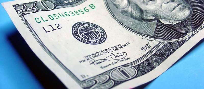Evro nastavlja da jača prema dolaru