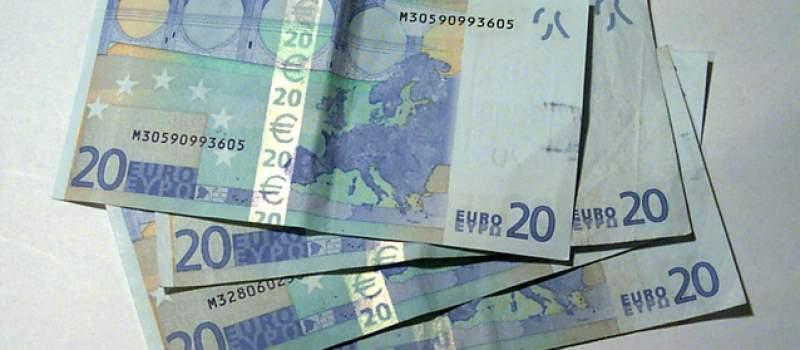 Kurs sličan kao i juče - 117,7999 dinara za evro