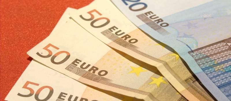 Dinar približno isti kao i juče, srednji kurs 117,7785