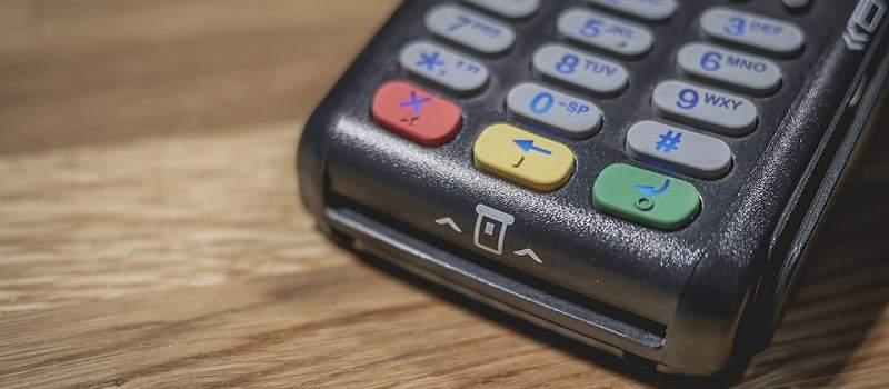 Osam banaka ukinulo naknadu za plaćanje na POS terminalima