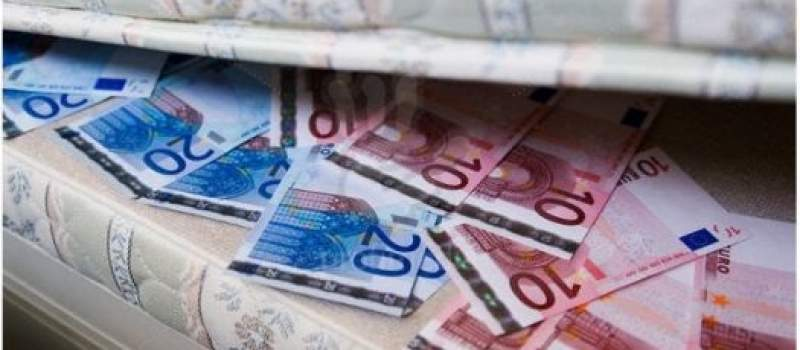 Polovina Srba za štednju bira slamaricu pre banke